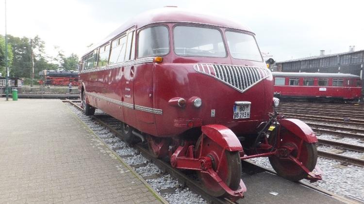 Schi-Stra-Bus von hinten.jpg
