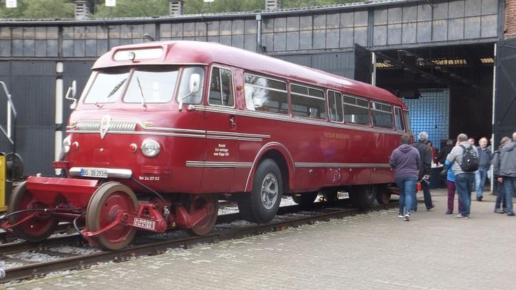 Schi-Stra-Bus von vorne.jpg